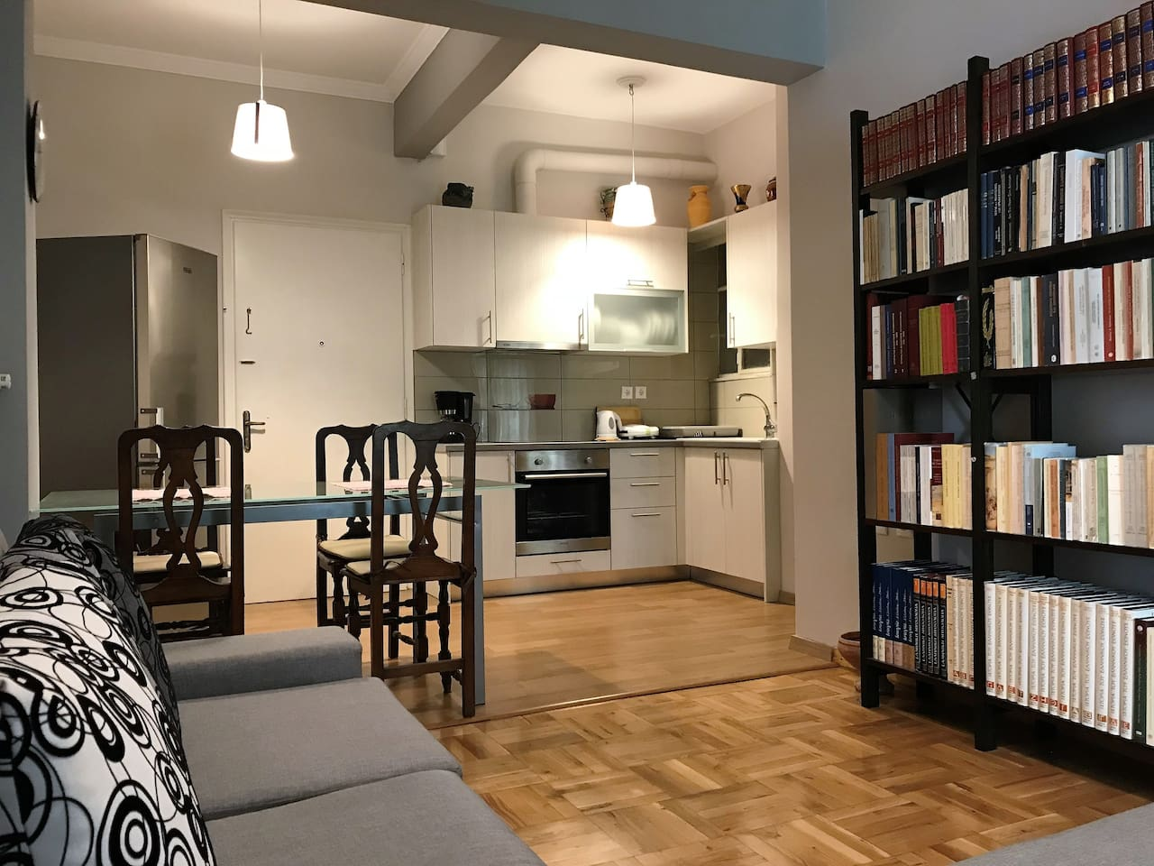 cozy apartment close to acropolis